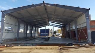 Stavba haly pokračuje úspěšně